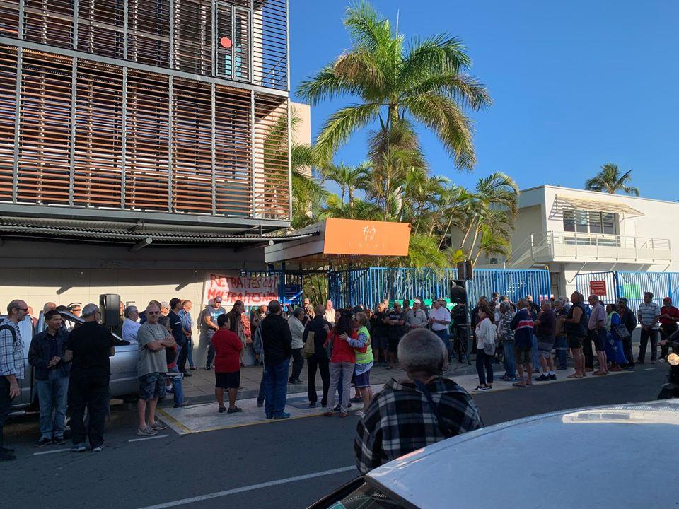 SOENC Retraités : manifestation de l'intersyndicale des retraités de Nouvelle-Calédonie, le 11 juin 2020, à la CAFAT