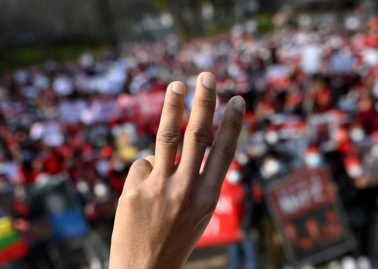 « Myanmar: la communauté internationale doit protester contre les nouvelles attaques de la junte militaire visant les syndicats » : extrait du bulletin d'information de la Confédération Syndicale Internationale (CSI) en date de Juin 2021